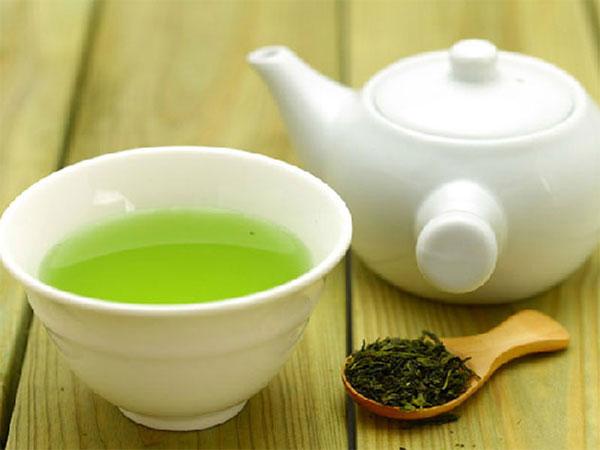 Chất tannin trong trà xanh giúp giải rượu