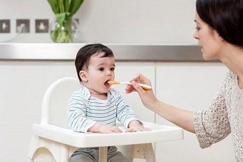 Phương pháp cho bé ăn dặm đúng cách