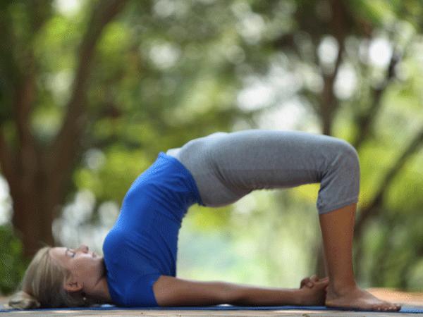 Các động tác yoga giúp kéo căng cơ thể và giảm đau lưng