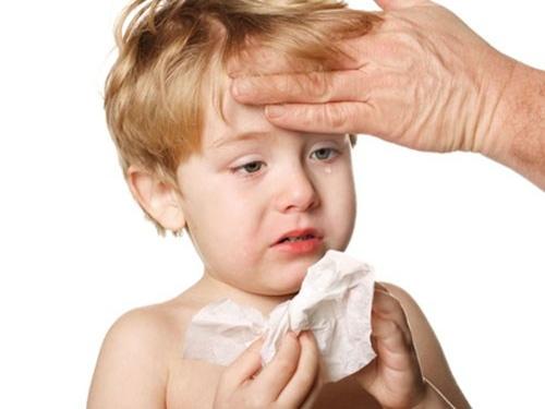 Bí quyết chăm sóc sức khỏe cho trẻ khi thời tiết giao mùa