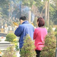 Bài văn mẫu lớp 9 số 2 đề 4: Kể về một lần đi thăm mộ người thân