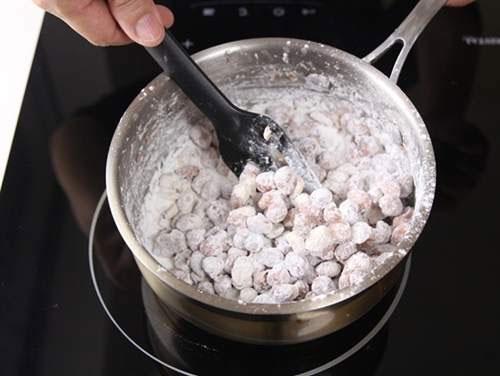 Cách làm đậu phộng bọc đường ngon mê ly ngày lạnh