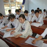 Đề thi học kì 2 môn Lịch sử lớp 10 trường THPT Chuyên Lê Quý Đôn, Bình Định năm học 2014 - 2015