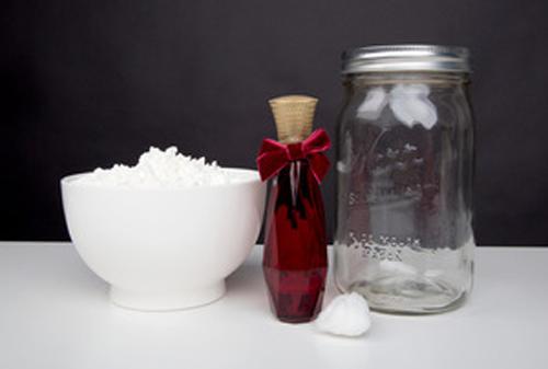Tự làm phấn thơm khử mùi hôi nách từ bột ngô