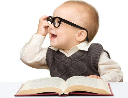 Dấu hiệu nhận biết trẻ sơ sinh thông minh
