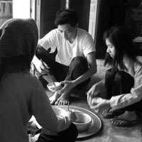 Phân tích hình ảnh nồi cháo cám trong truyện ngắn Vợ nhặt của Kim Lân