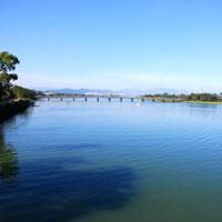 """Cảm nhận về hai hình tượng Sông Đà và Sông Hương trong tác phẩm """"Ai đã đặt tên cho dòng sông"""" và """"Người lái đò sông Đà"""""""