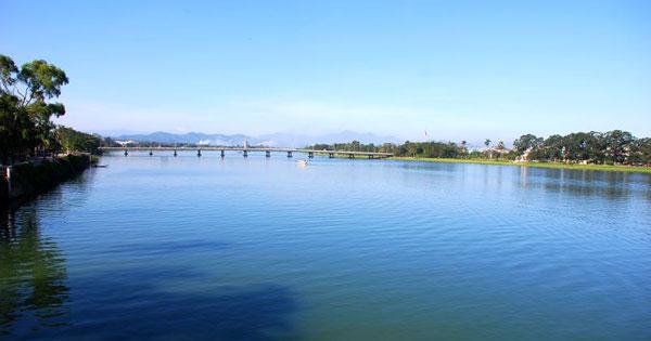 Cảm nhận về hai hình tượng Sông Đà và Sông Hương ngữ văn 12