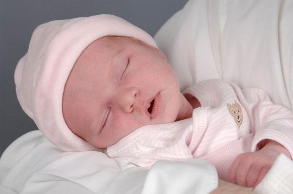 Làm gì khi trẻ sơ sinh nhiều ghèn vàng