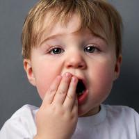 Cách chữa nhiệt miệng hiệu quả tại nhà cho trẻ