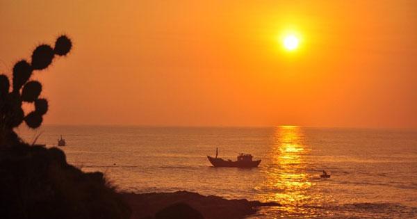 """Phân tích tình huống truyện trong truyện ngắn """"Chiếc thuyền ngoài xa"""" của Nguyễn Minh Châu"""
