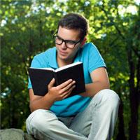 Văn mẫu lớp 7: Giải thích câu nói 'Sách là ngọn đèn sáng bất diệt của trí tuệ con người