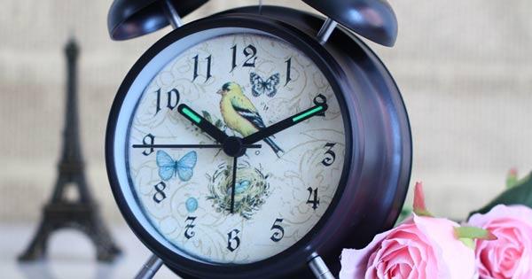 Văn mẫu lớp 5: Tả chiếc đồng hồ báo thức