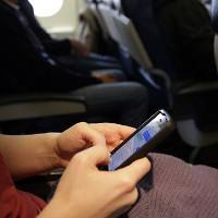 Không sử dụng pin sạc dự phòng điện thoại trên máy bay