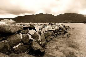Cảm nhận bài thơ Đập đá ở Côn Lôn