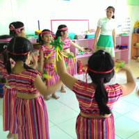 """Giáo án lớp lá (5 - 6 tuổi): Vận động theo bài hát """"Múa với bạn Tây Nguyên"""""""