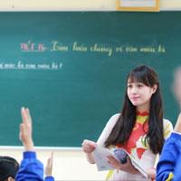 Văn mẫu lớp 5: Tả cô giáo của em đang giảng bài