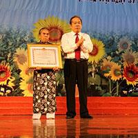 Chế độ ưu đãi đối với Bà mẹ Việt Nam anh hùng