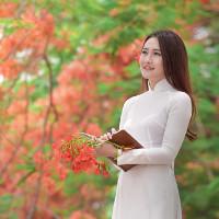 Bộ đề kiểm tra học kì 1 lớp 10 môn tiếng Anh (Thí điểm) trường THPT Ngô Lê Tân, Bình Định năm học 2017-2018
