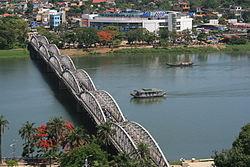 Giải bài tập SGK Địa lí 4 bài 27: Thành phố Huế