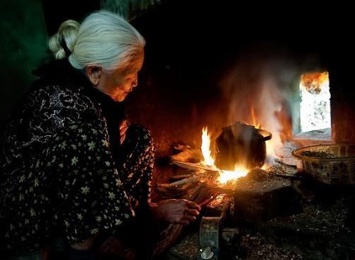 Vào vai người cháu trong bài thơ Bếp lửa kể lại kỉ niệm khó quên của người cháu xa nhà