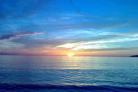 Dàn ý tả cảnh biển buổi sáng sớm